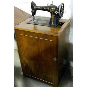 Singer Sewing Machine Co  (United States) full-size sewing