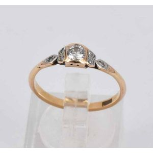 9a8edef8c An engagement ring, featuring a round cut diamond of approx. 0.20ct, on 18ct  yellow gold. Size N. Weight 1.8g.