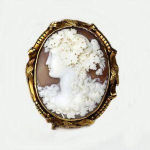cameo brooch history