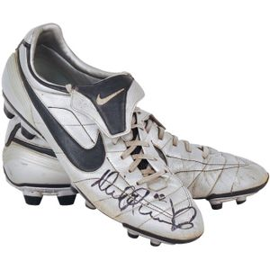 95287a7f6186 Nick Reiwoldt (St. Kilda), pair of match-worn 'Nike - Zoomair' football  boots, with right boot signed