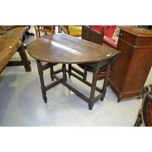 Antique 17th Century English Oak Drop Side Gate Leg Table, Standing On  Turned Plain Legs Joined By Stretchers. 104 Cm Long
