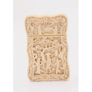 42d6c183092114 A carved Chinese ivory card case decorated in relief with figures in a  landscape. Length 11 cm