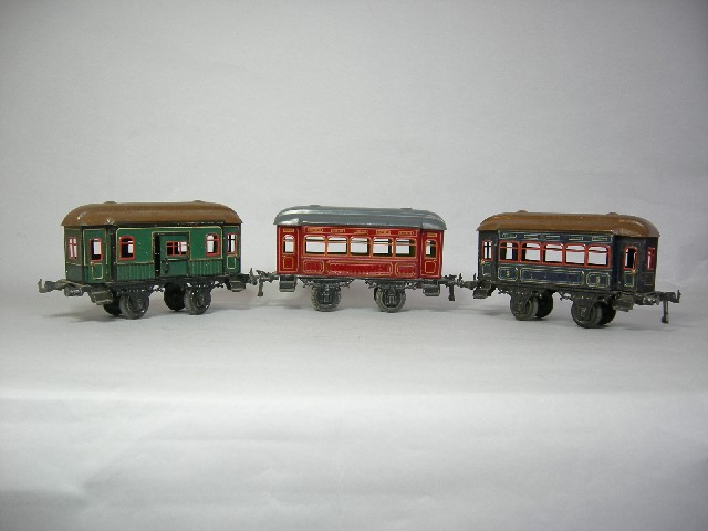 Three Bing gauge 1 Pullman coaches, all with opening doors and