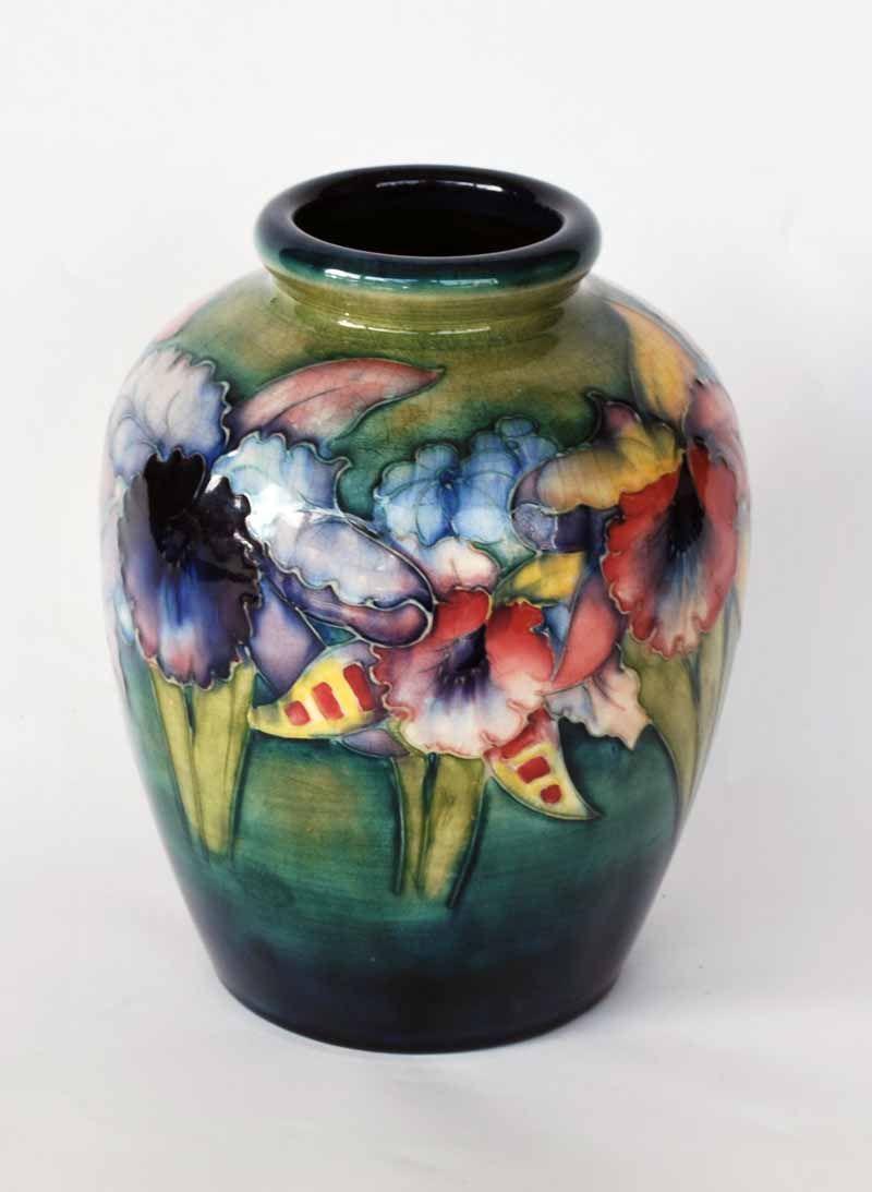 William Moorcroft pottery vase, c. 1930 decorated in