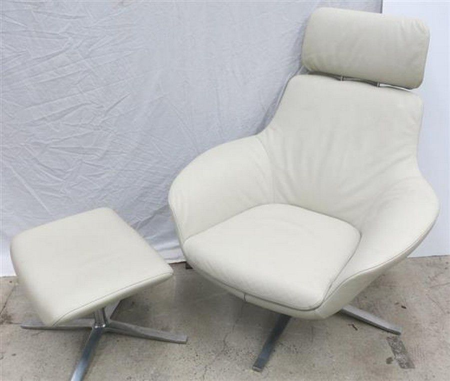 Walter Knoll Design Fauteuil.A Walter Knoll White Leather Armchair Matching Footstool